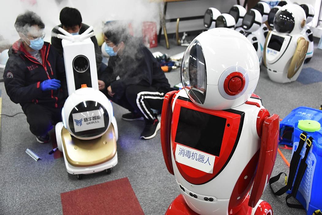 /are-robots-effective-in-coronavirus-pandemic-ja5p3yr8 feature image